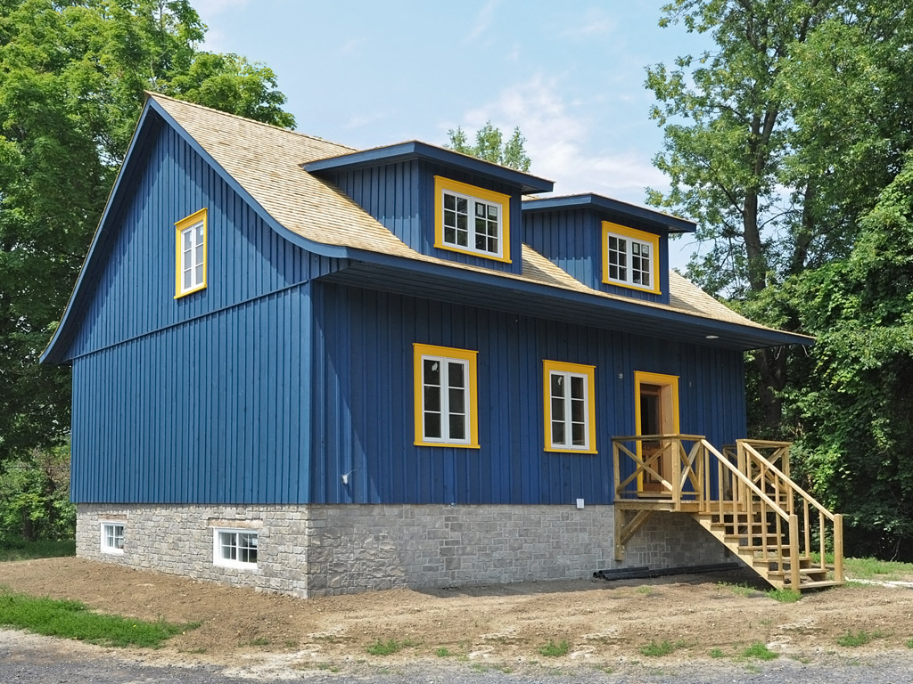 Maison caron maisons traditionnelles des patriotes for Fenetre bourcier