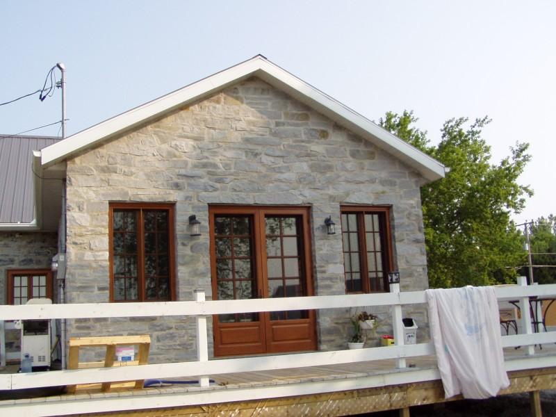 Maison st charles maisons traditionnelles des patriotes for Fenetre bourcier
