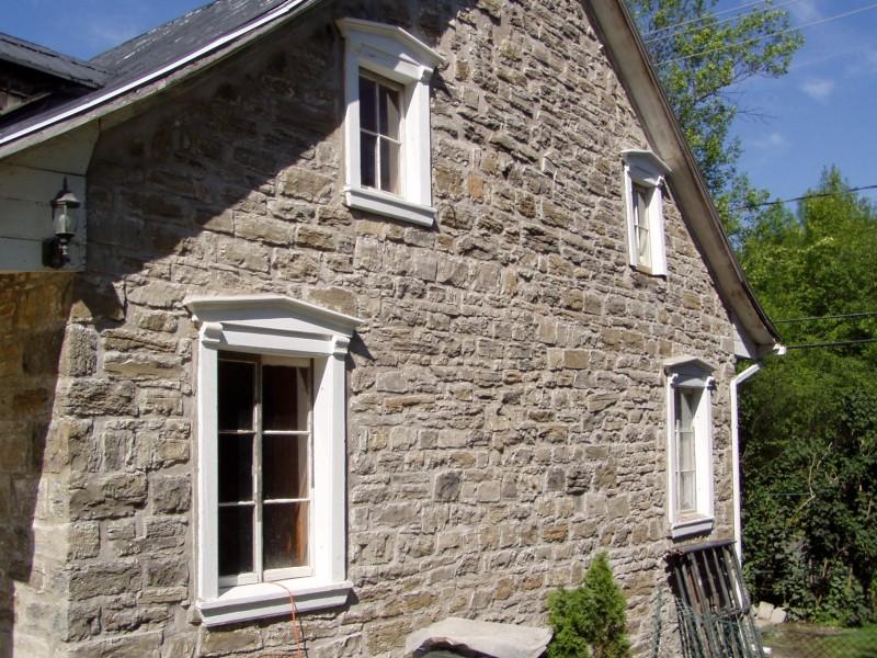 Maison gravel maisons traditionnelles des patriotes for Fenetre bourcier